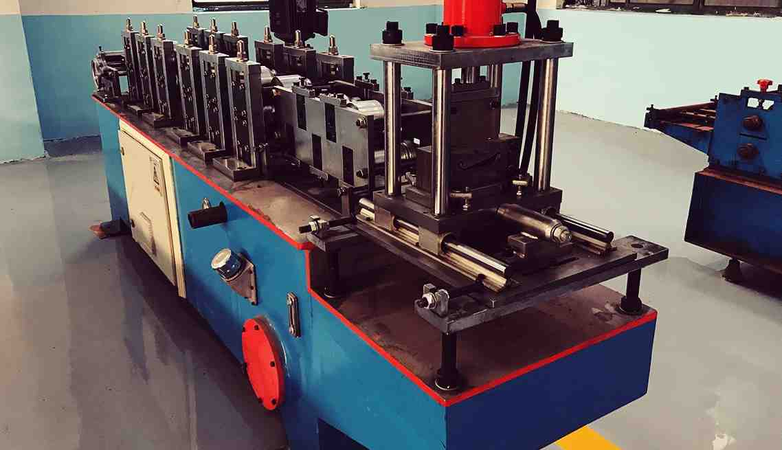 roll forming machine for door shutter