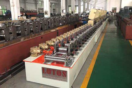 PU-roller-shutter-door-roll-forming-machine
